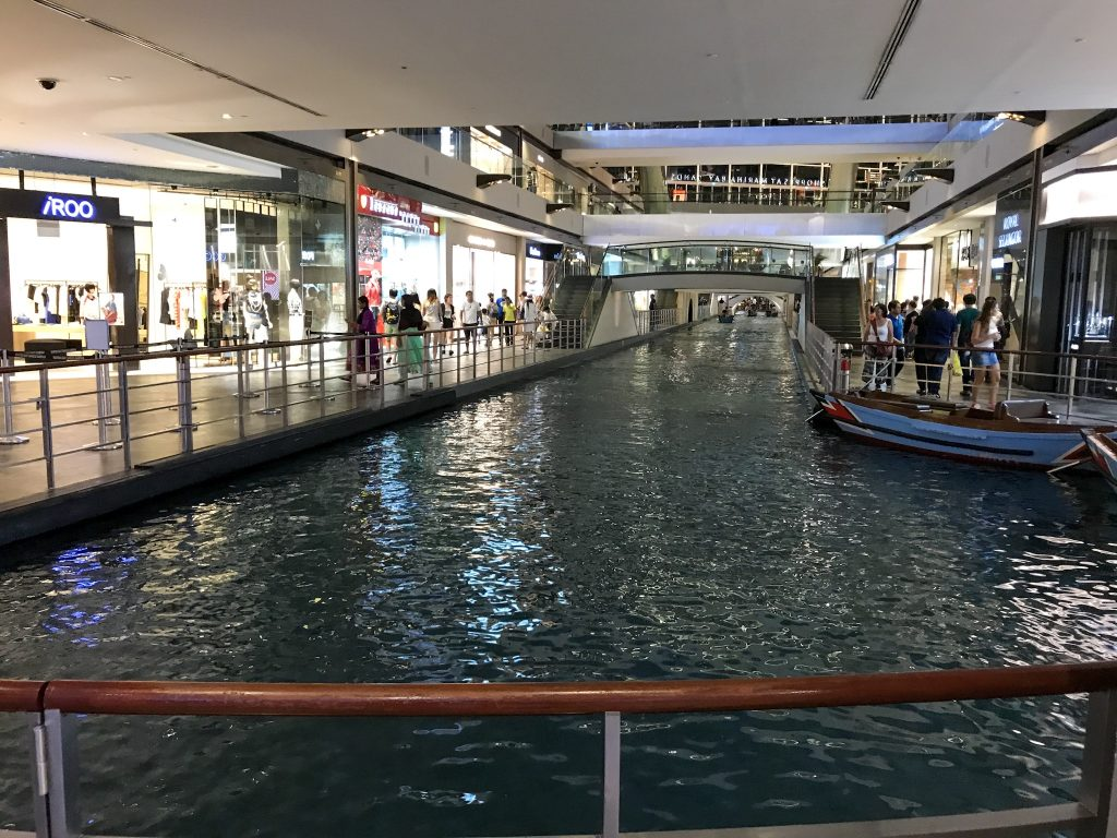 Indoor Fluss Marina Bay Sands